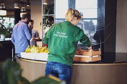 Fruit op het werk levering door een van de medewerkers van Froot